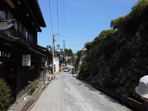 monzen_street.jpg
